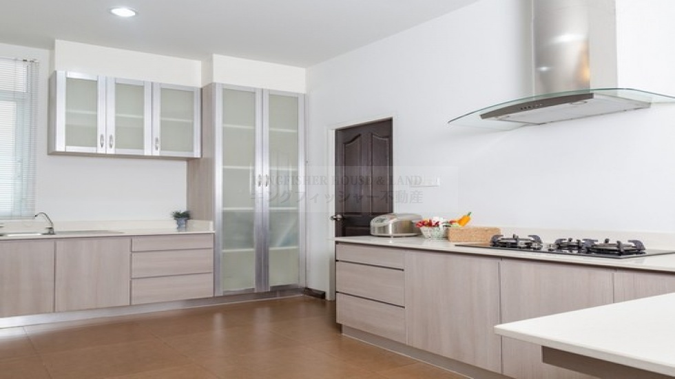 賃貸の不動産 シラチャ 戸建て サービスアパート